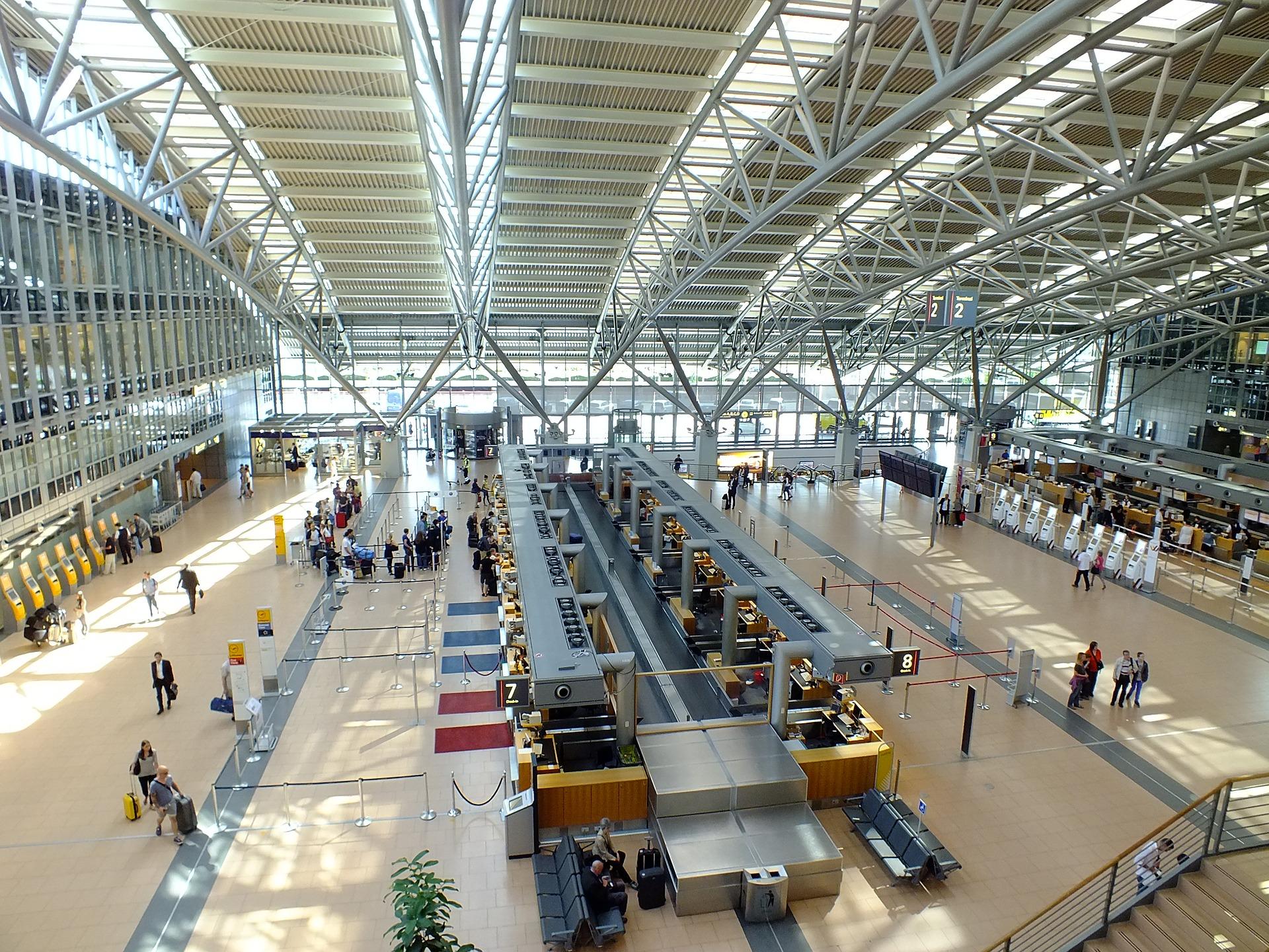 Abflughalle Hamburg Flughafen